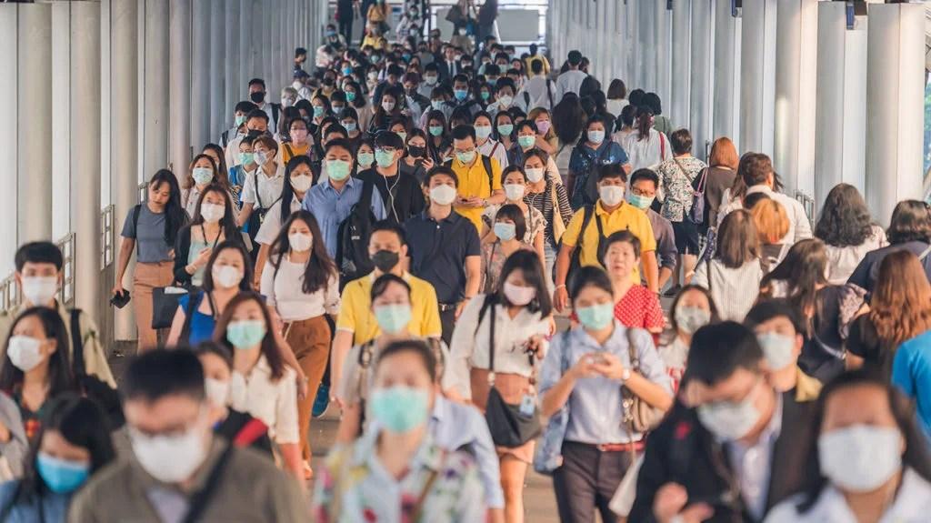 人在亚洲,很多都戴着口罩人群,以保护自己免受SARS