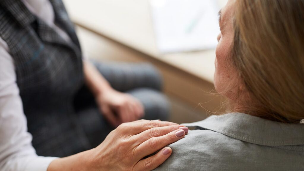 A senior woman with Medicare speaks with her therapist about substance abuse treatment.