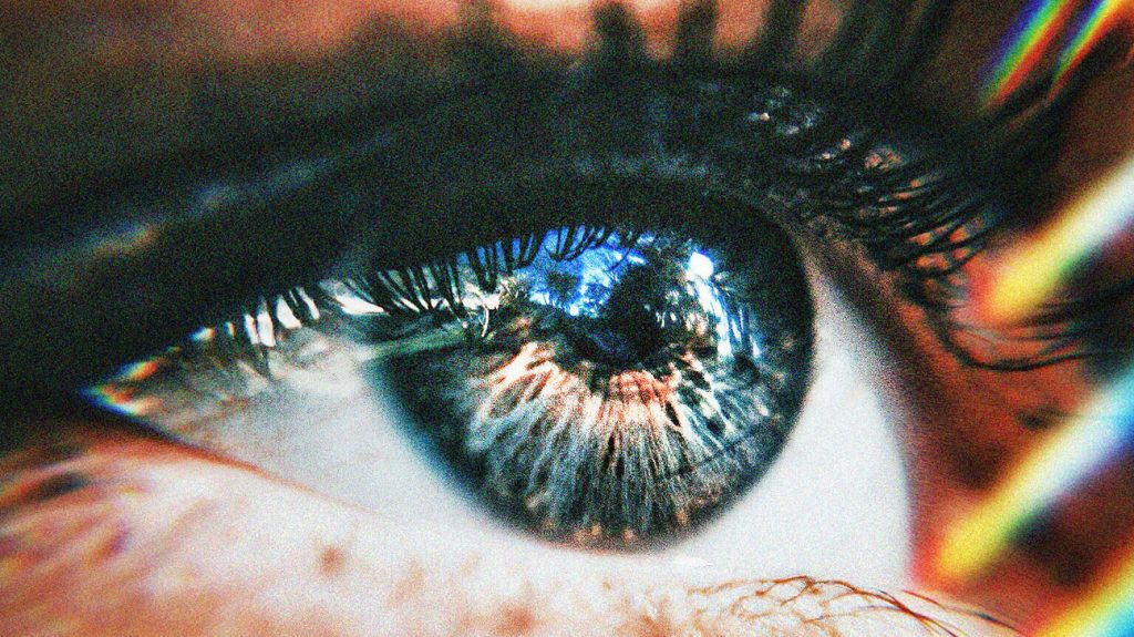 关闭某人的眼睛与光线照耀它