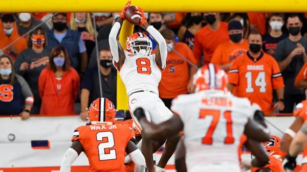 Clemson hangs on as Syracuse misses late FG