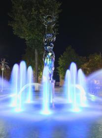 Поставы фонтан на центральной площади 7