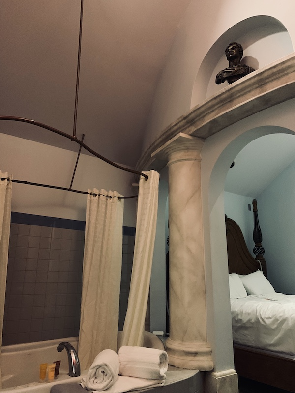 Hotel Chateau Avalon, Roman Dynasty room, Kansas City, Kansas