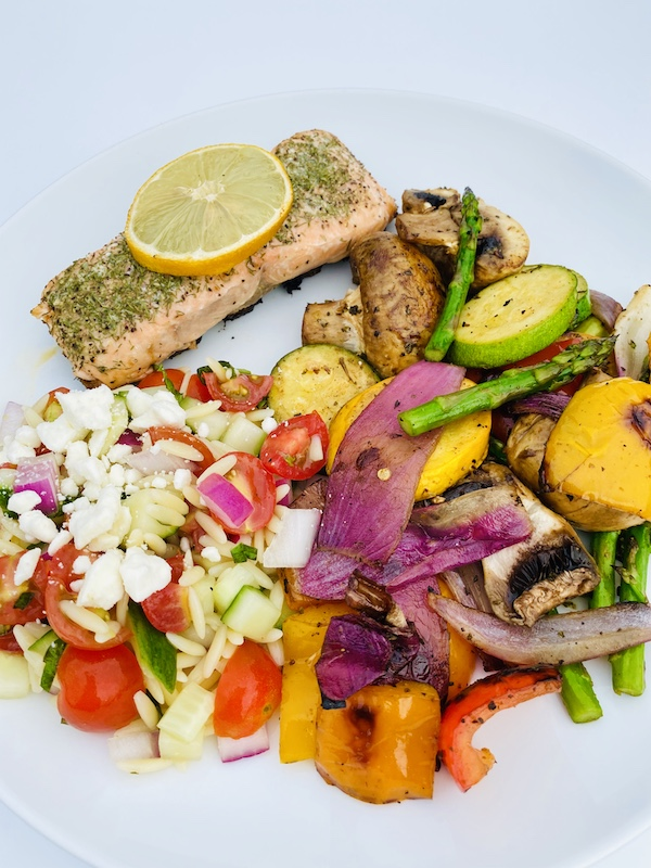 Grilled salmon & vegetables dinner