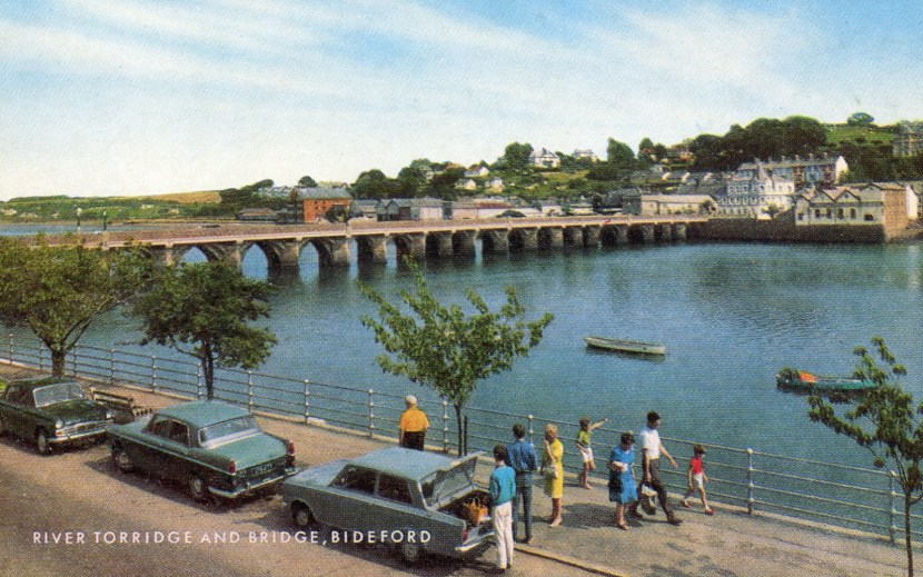 POSTCARD017 3 cars bideford