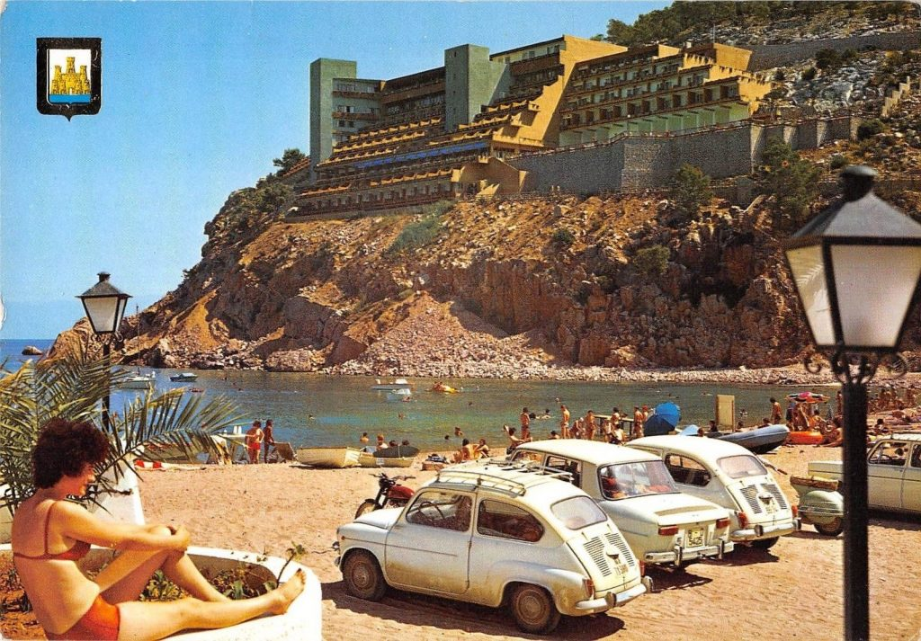 Postcard - Fiat on beach