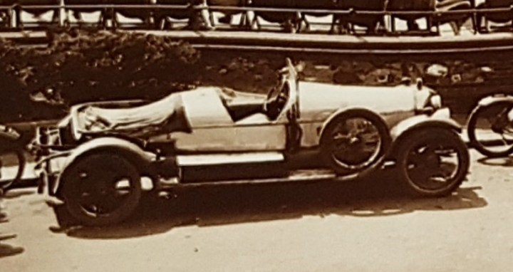 Vintage car Worthing Bandstand