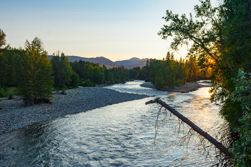 How to Spend a Weekend in Winthrop river sunset