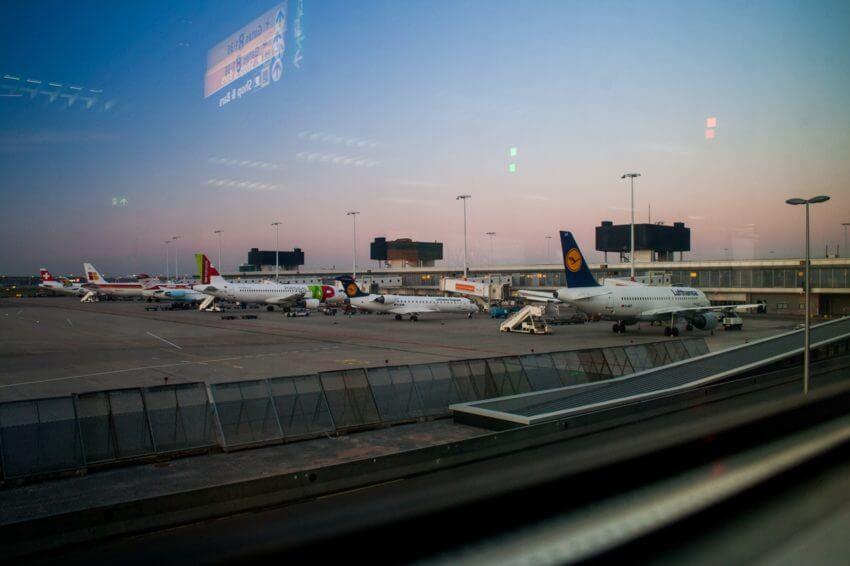 airport hacks plane