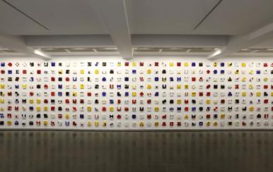 Installation view, Serpentine Gallery, London (7 December 2011 - 19 February 2012) Photograph © 2011 Jerry Hardman-JonesLivro do Tempo 1961 Têmpera sobre madeira 365 unidades 16cm x 16cm x 1.6cm (cada)