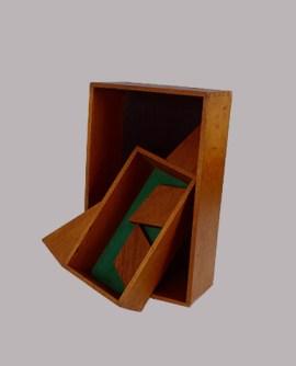 O Parto 1982   Farnese de Andrade montagem em madeira 65 x 45 cm Coleção Gilberto Chateaubriand - Museu de Arte Moderna do Rio de Janeiro Reprodução Fotográfica Vicente de Mello