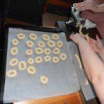 Turn the sausages into little wreaths - vanilla wreaths - vaniljekranse