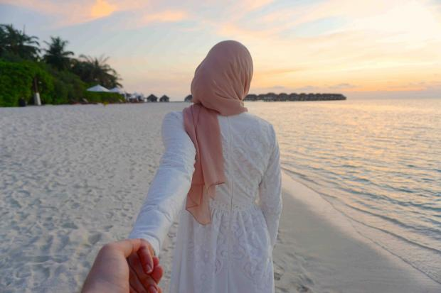 Cute Couples Holding Hands Hd Wallpapers صور بنات محجبات جميلات صور ورمزيات خلفيات محجبات مساء