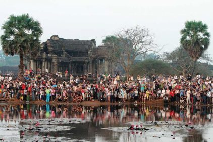 10-angkor-pond-growd