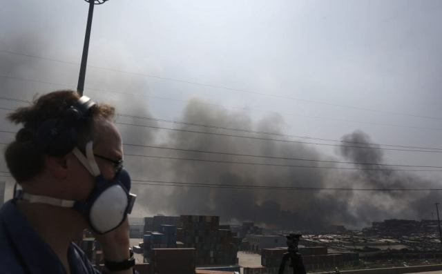 TIANJIN, CHINA - AUGUST 13: (CHINA OUT) Fire and smoke continues to rise at the site of a massive explosion at a warehouse in the Binhai New Area on August 13, 2015 in Tianjin, China. At least 50 people died and more than 700 were injured in the explosion on Wednesday, August 12. (Photo by ChinaFotoPress/Getty Images)
