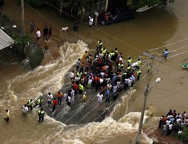 VIDEO: Mexico Flood Brings Ocean of Water in the Cities & Traps People at Homes