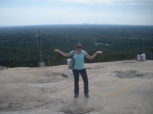 Yo en Stone Mountain, atrás Atlanta City