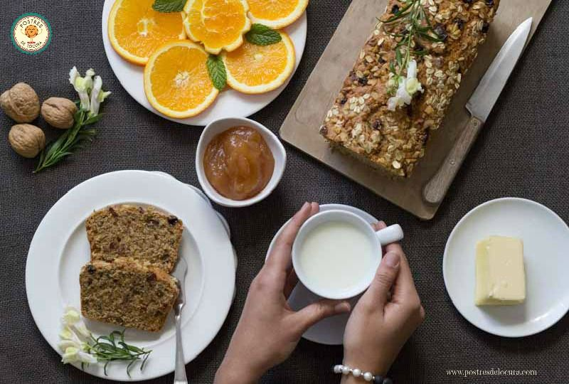 Desayunando bizcocho de avena y frutos secos