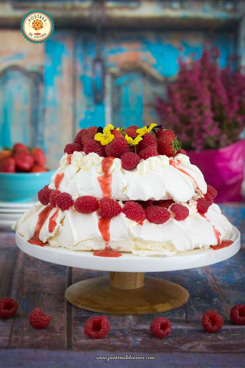 Pavlova con fresas y frambuesas