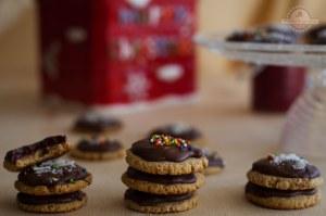 Galletas rellenas de Frambuesas cubiertas de Chocolate
