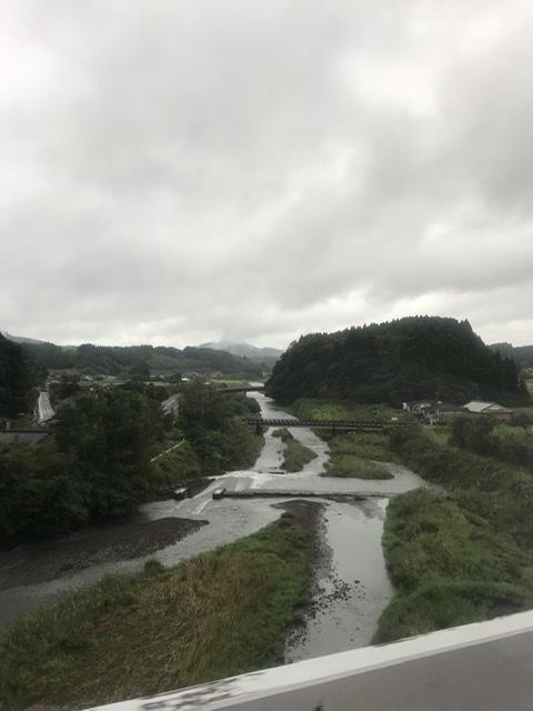 曽 同 青山 両 一道 雲雨 郷 明月 是 何 強面の中国報道官が日本語ツイート、コロナがもたらした漢詩の交流