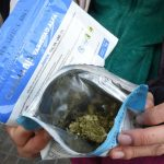 Gobierno de Uruguay permitirá venta de marihuana fuera de farmacias para evitar problemas con bancos