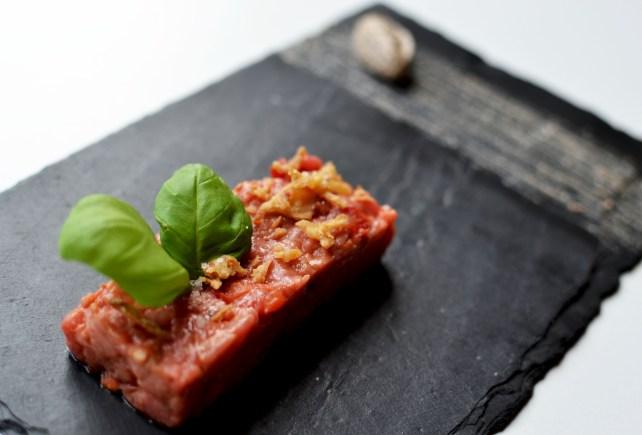 Tartare de boeuf à l'italienne, crème de mascarpone à la tartufata