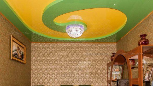 Натяжной потолок с круглой люстрой в кривом роге