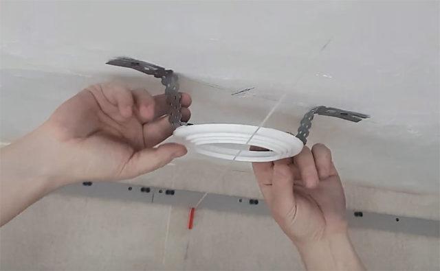 Kohdistus kiinnitys kattotasolla