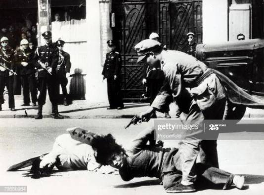 War and Conflict, Chinese Civil War, (1946-1949), pic: 1949, Alleged Communists being executed by a Shanghai policeman in brutal killings on the street, The conflict between Nationalist and Communist forces began with the U,S,A, aiding the Nationalists who were generally better armed, but their troops were no match for the Communists, the Peoples Liberation Army, who by 1949 had entered Beiping (Beijing) and forced Chiang Kai-shek and the remainder of the Nationalist forces to flee to Taiwan (Photo by Popperfoto via Getty Images/Getty Images)