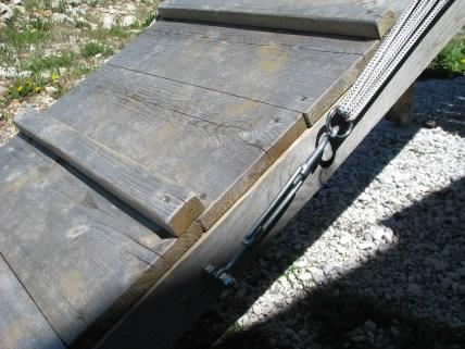 Detajl začetka ograje iz vrvi