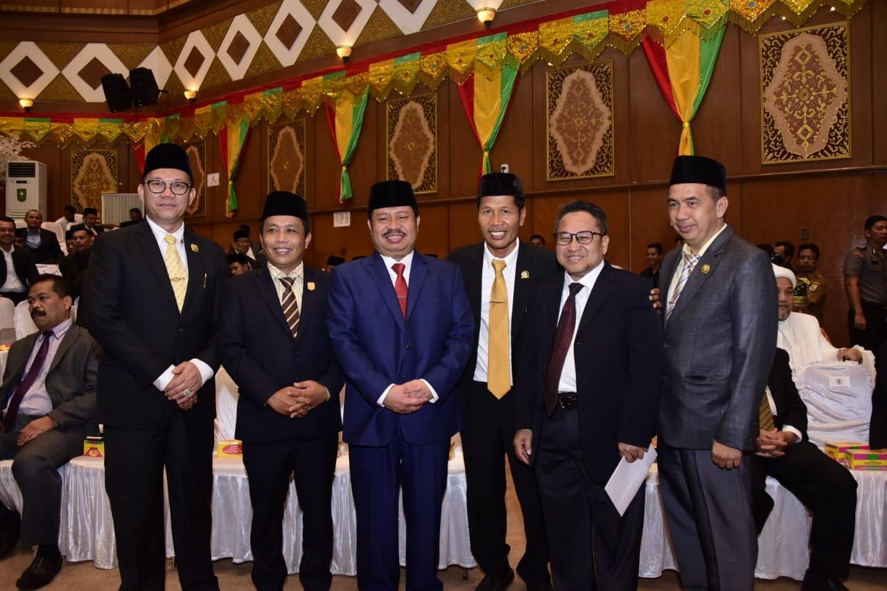 Bupati Amril Hadiri Pelantikan Pimpinan DPRD Riau