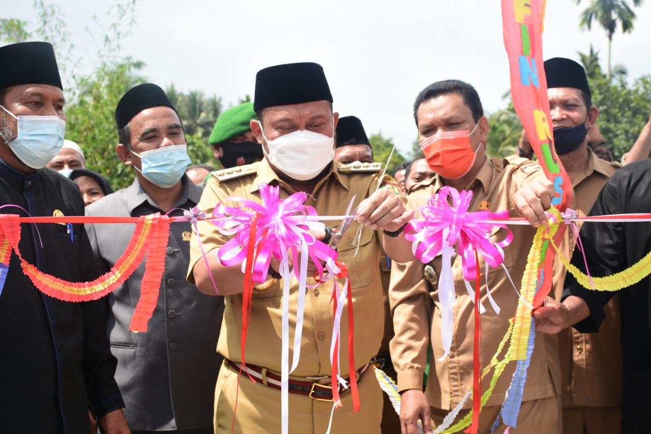 Bupati Kampar Resmikan Jembatan Arifin Ruslan di Kecamatan Kuok