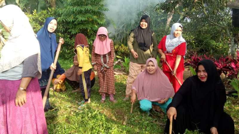 Goro Kelompok Dasmawisma Delima 14 dan Masyarakat Kelurahan Kotobaru Payobasuang Setiap Hari Minggu Pagi