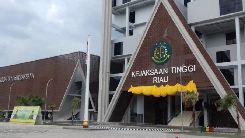 Menunggu Keberanian Kejati Riau Tetapkan Tersangka Kasus Dugaan Korupsi Bansos