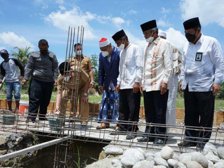 Bupati Asahan Letakkan Batu Pertama untuk Gedung 2 Pondok Pesantren Bina Ulama Kisaran
