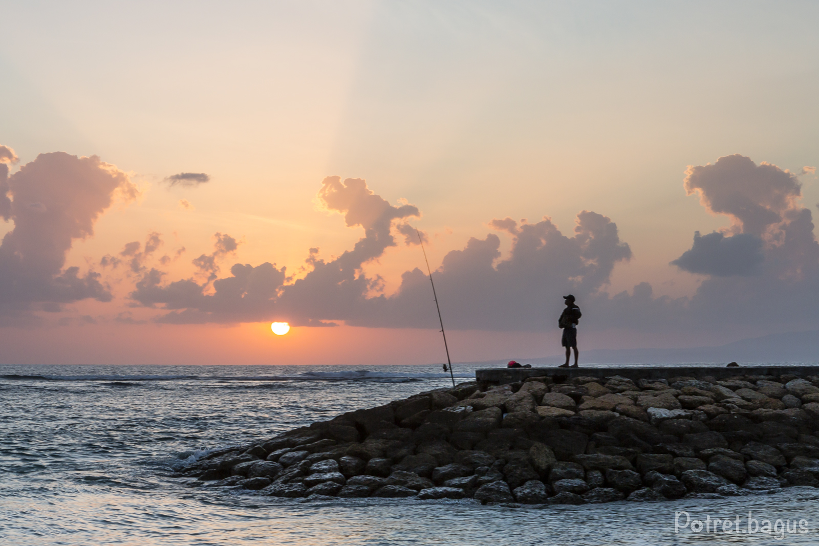Fishing at Sanur Beach - potret bagus