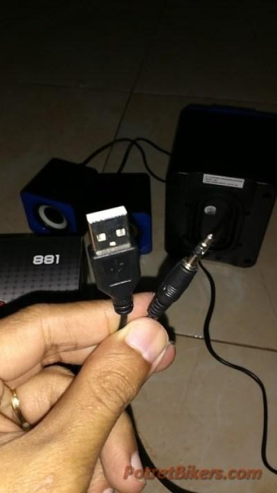 Cukup dengan USB colokan Powernya :lol: .