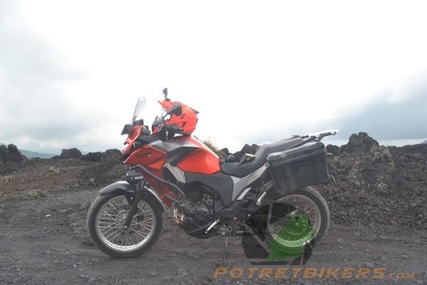 Kawasaki Versys-X 250 Black Lava (7)