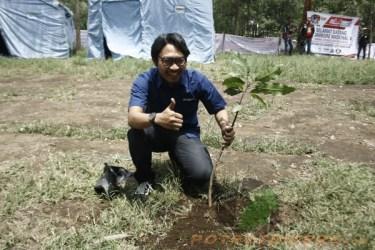 Mr. Dwi dari perwakilan Promosi YIMM