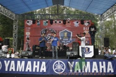Mr. William selaku Manager Promosi PT. STSJ - Jatim, memberikan ucapan selama kepada suksesnya acara 1 Dekade Yamaha Vixion yang bertepatan dengan jamnas YVCi ke 5