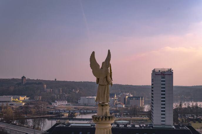 Blick auf das Hotel Mercure von der Nikolaikirche