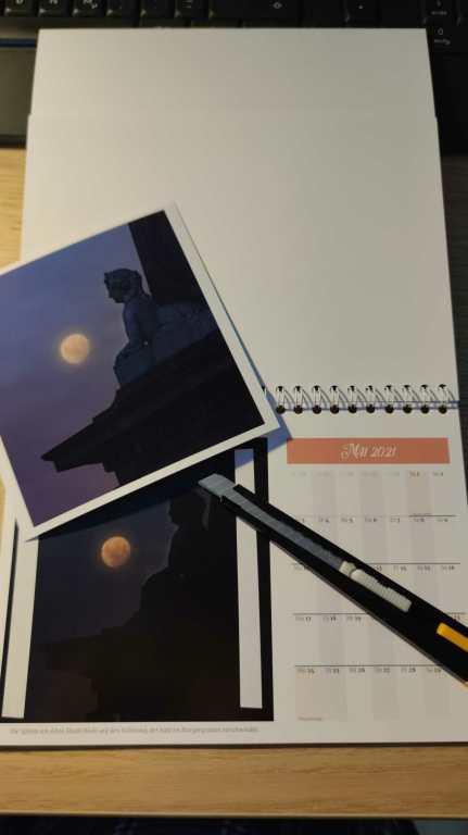 Druck zu dunkel bei Fotokalender. Lösung: Überkleben.