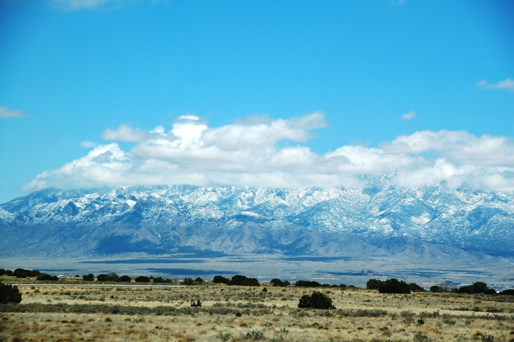 Sandia Mountains as viewed from Albuquerque's west side 18-Apr-09. (click photo to enlarge)