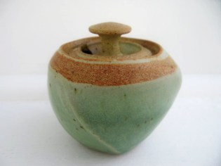 mat & green sugar bowl