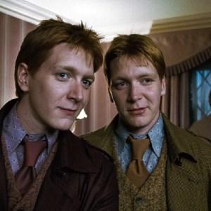 Fred a George Weasleyovi – mistři kanadských žertíků, nebo vynalézaví šikanátoři