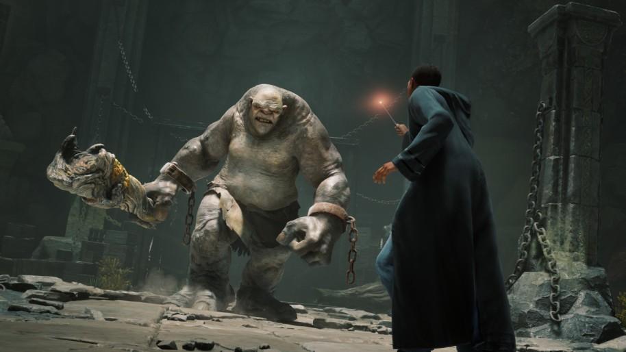 Screenshot ze hry, hráč bojuje s trollem.