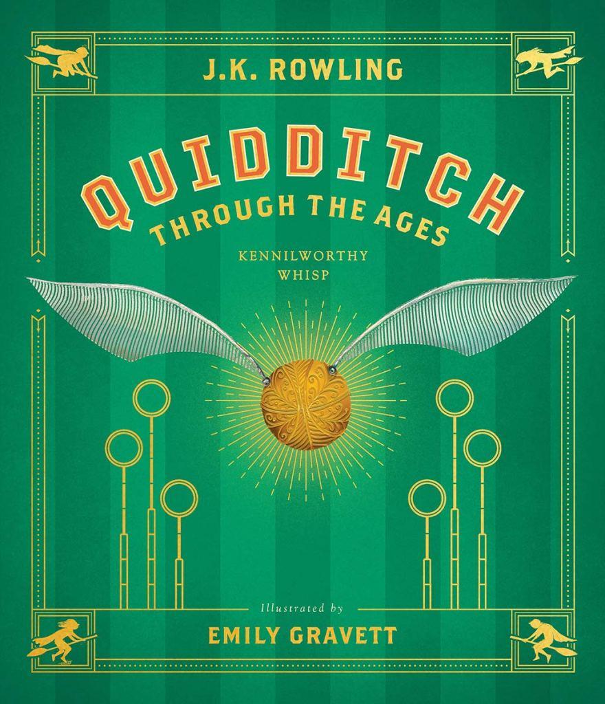 """Na trávově zeleném přebalu knihy je nahoře jméno autorky žlutým písmem, pod ním nápis """"QUIDDITCH THROUGH THE AGES"""" pod ním """"KENNILWORTHY WHISP"""". Pod nápisem se nachází Zlatonka, po jejíž stranách stojí trojice obručí a úplně dole je nápis """"Ilustrated by EMILY GRAVETT""""."""