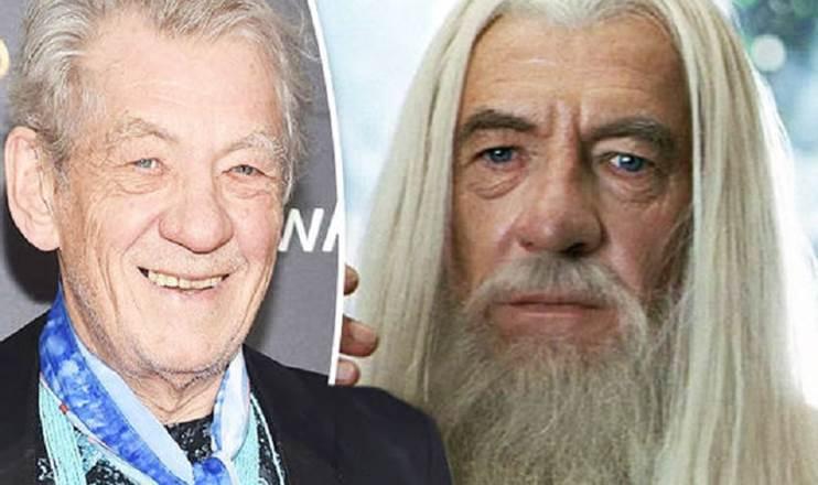 Dvojitá fotka. V levé části je herec Ian Mckellen na předávání cen (vidíme jen jeho hlavu a ramena). V pravé části je postava čaroděje Gandalfa Bílého (jen hlava).