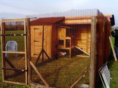 sébastien - montage clôture d'un poulailler autoconstruit