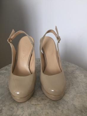 Sandales à plateforme et haut talon, beige vernis, pointure 33